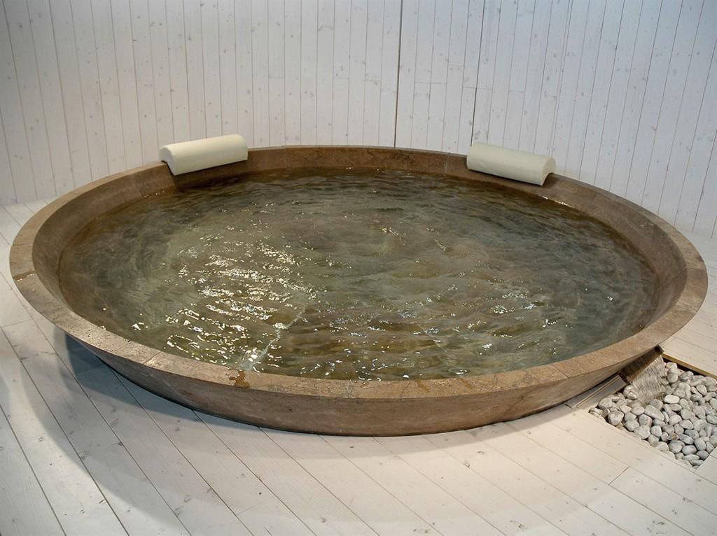 Vaselli Круглая ванна из камня с гидромассажем