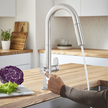 Смеситель для кухни с вытяжным душем и дозатором воды Beale